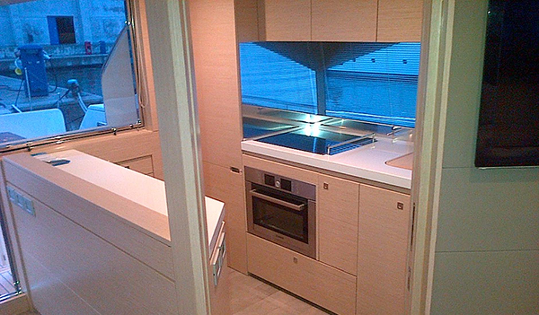 Ferretti Yachts 690 Фото № 9