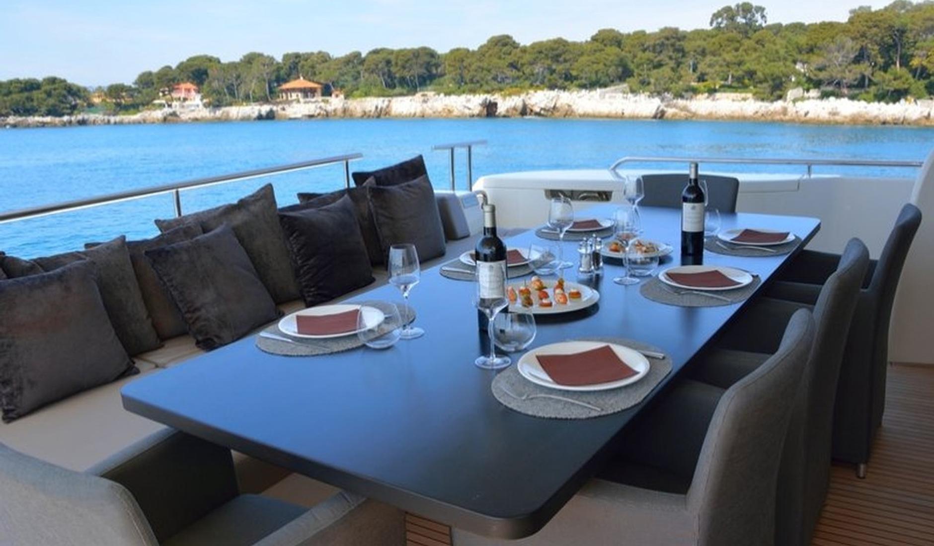 Ferretti Yachts 800 Фото № 3