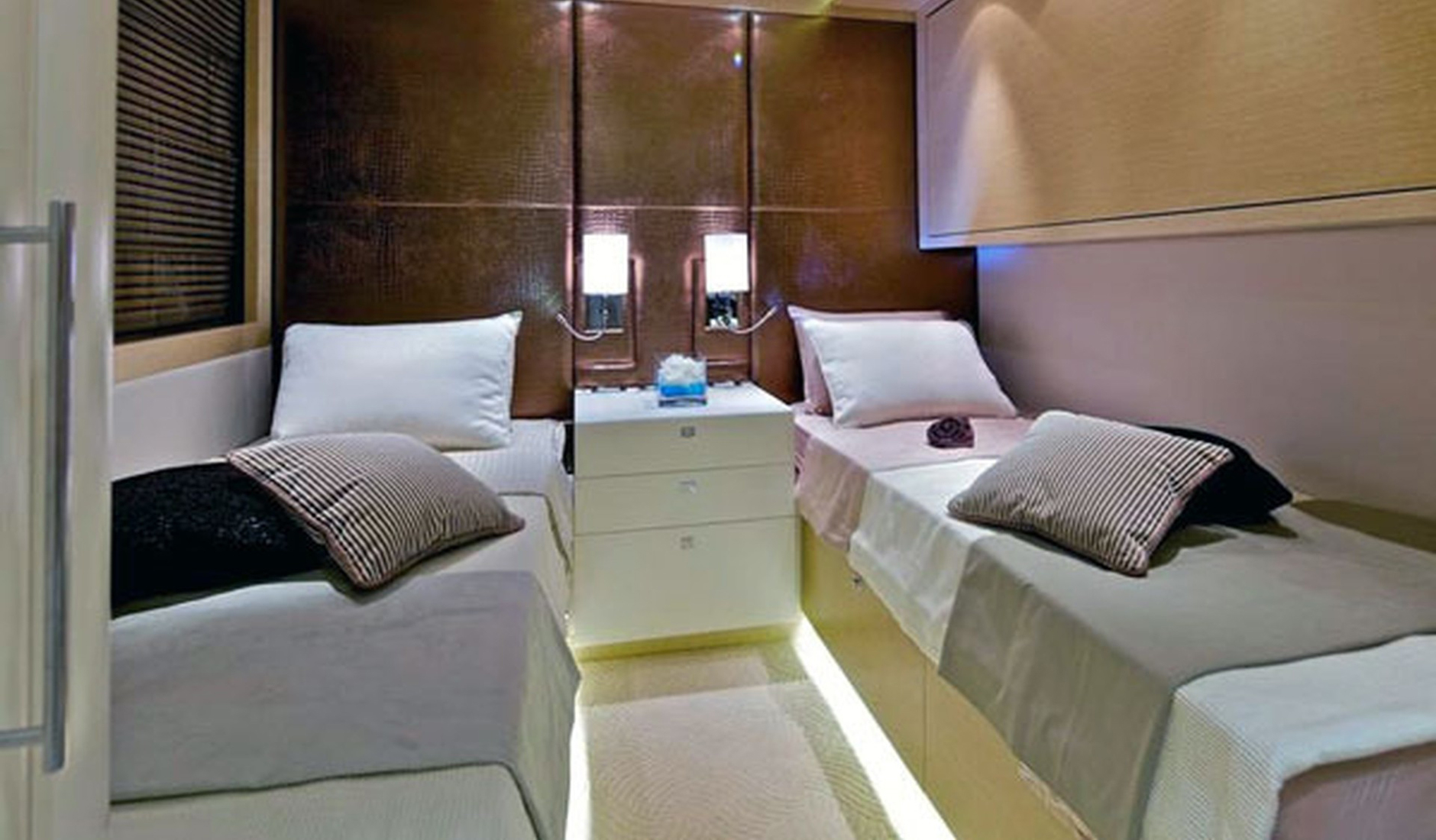 Golden Yachts 39m Фото № 12