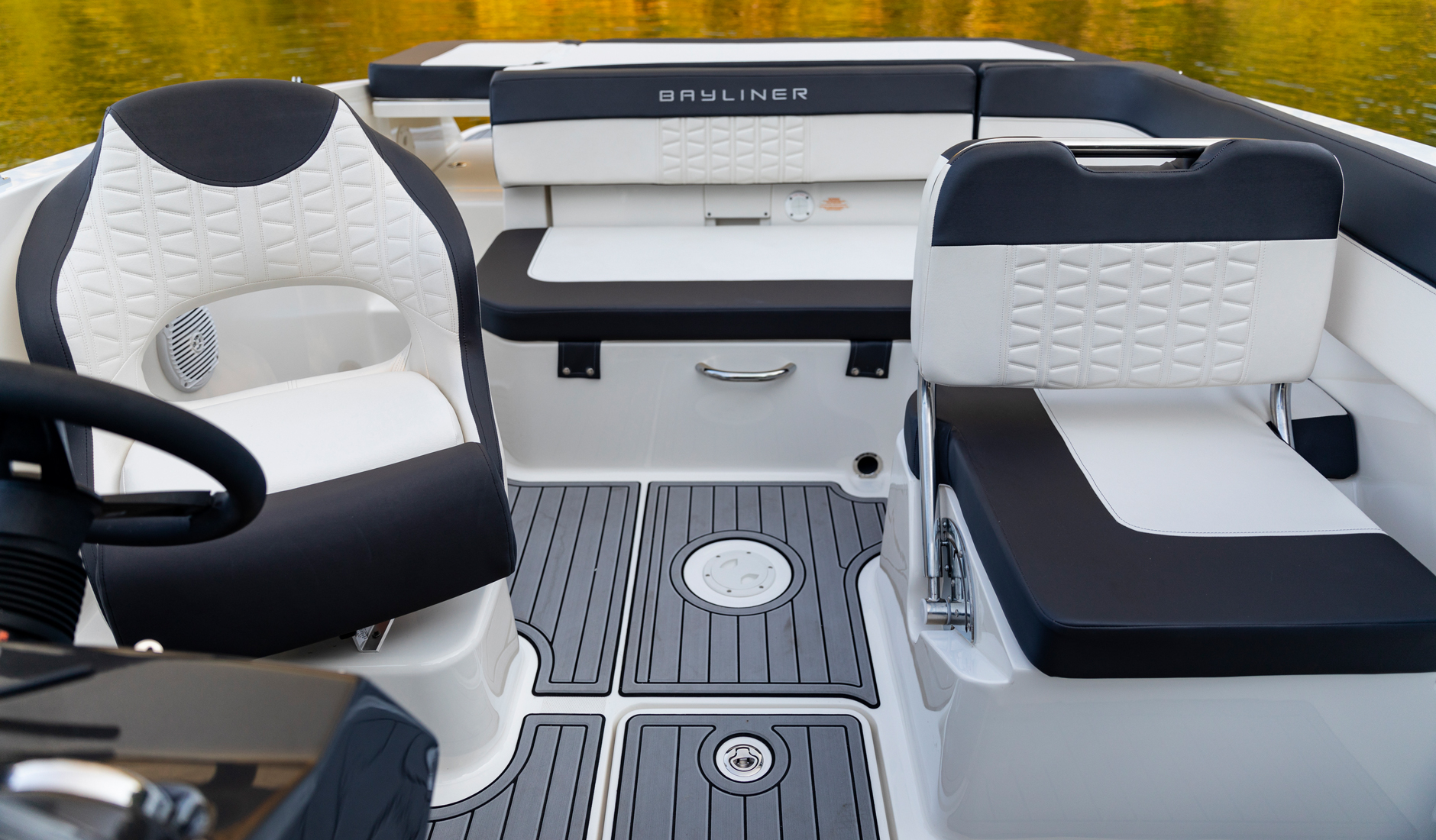 Bayliner VR5 Outboard Фото № 14
