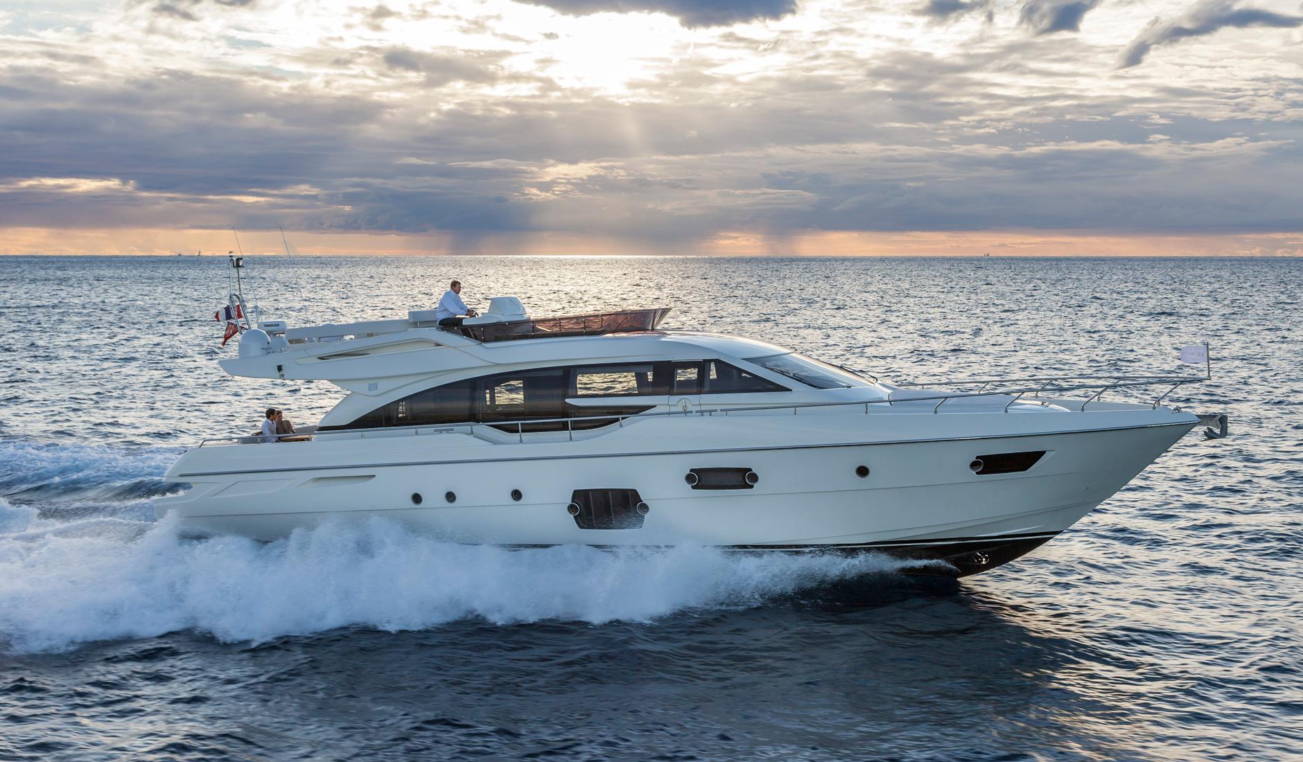 Купить Ferretti Yachts 690