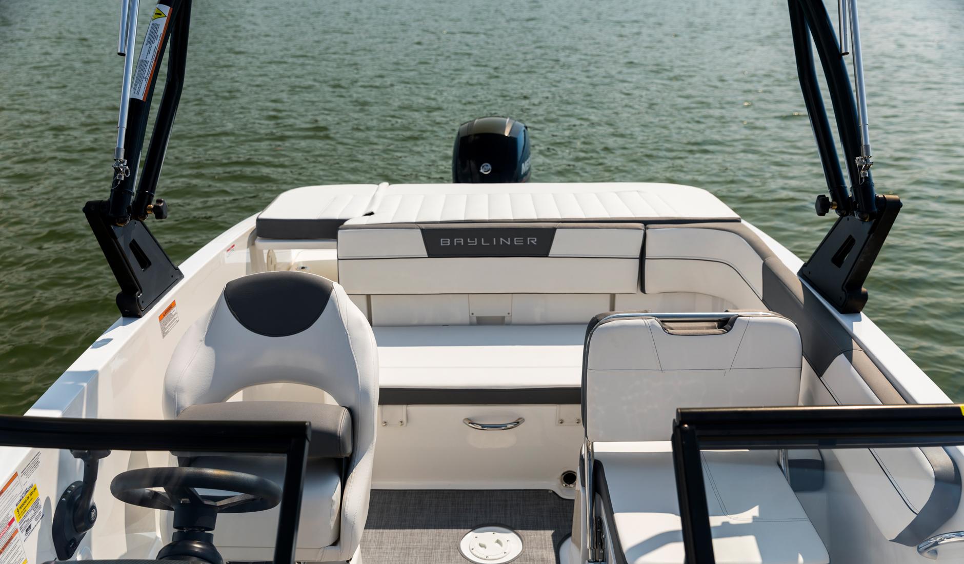 Bayliner VR5 Outboard Фото № 9