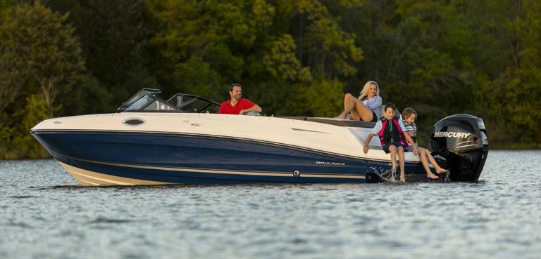 На борту с детьми: как сделать катер/яхту безопасной для малышей?